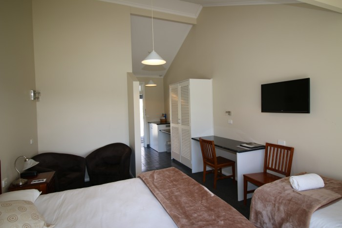 Room in Moore Park Inn, with TV, kitchenette, queen bed and single bed. Best accomodation in Armidale