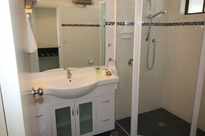 Beautifully appointed and modern bathroom in one of the rooms at Moore Park Inn, the best accommodation in Armidale.