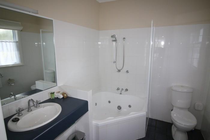 a bathroom inside of a room at Moore Park Inn Armidale accommodation